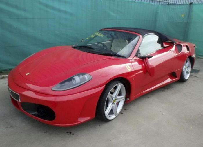 Житель Лондона переделал Toyota в Ferrari и получил крупную страховую выплату за аварию (3 фото)