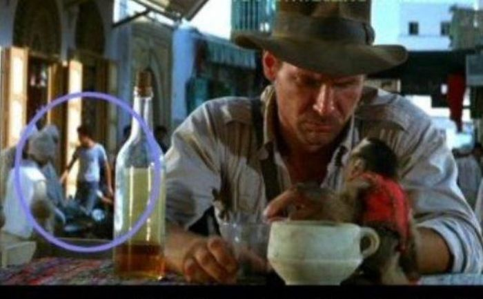 Киноляпы в знаменитых фильмах (40 фото)