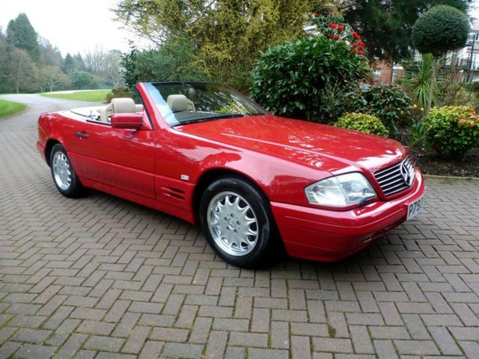 В Великобритании продается Mercedes-Benz SL 500, простоявший в гараже 20 лет (6 фото)