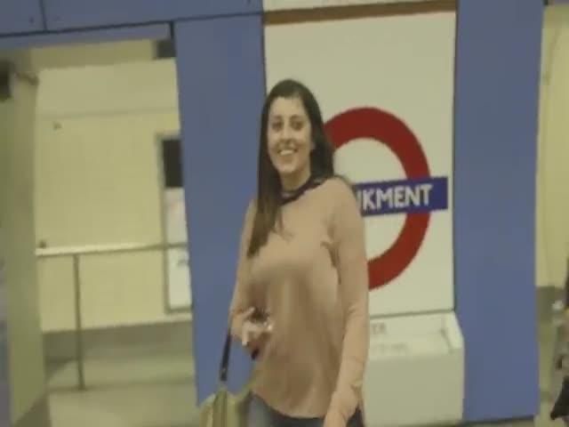 Драм-энд-бэйс рейв в лондонском метро