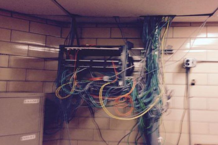 В США заключенные собрали собственный компьютер для доступа в интернет (3 фото)