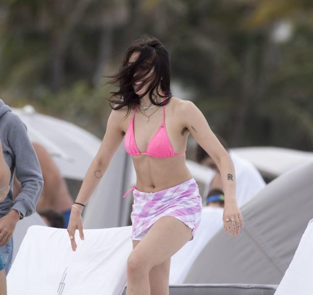 Дочь Мадонны Лурдес Леон против удаления волос (8 фото)