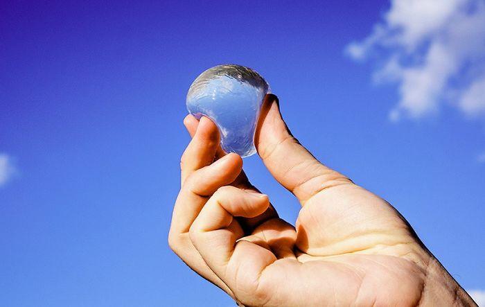«Водяные пузыри» Ooho могут стать заменой пластиковой бутылке (7 фото)