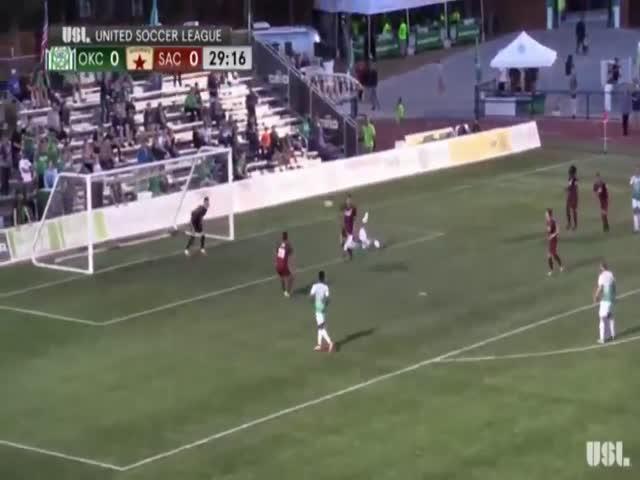 Фантастический гол на футбольном матче в США