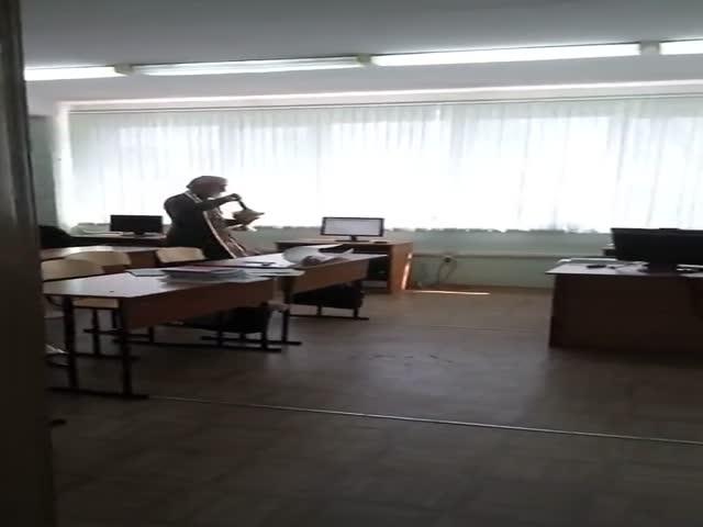 Священник освятил компьютерный класс