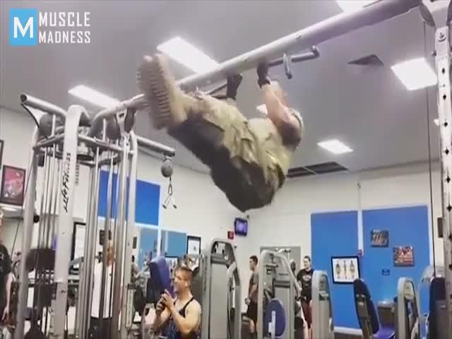 Впечатляющие тренировки морпеха США Майкла Экерта