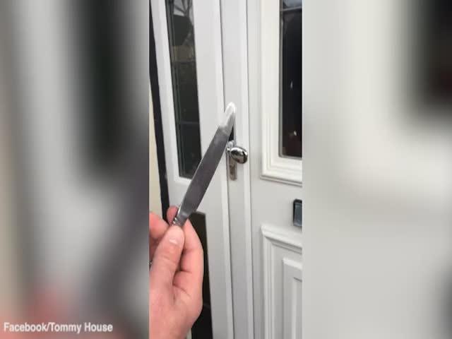 Как открыть дверь с помощью столового ножа