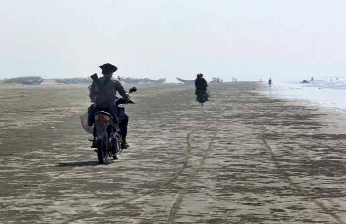 Повседневная жизнь граждан Мьянмы (25 фото)