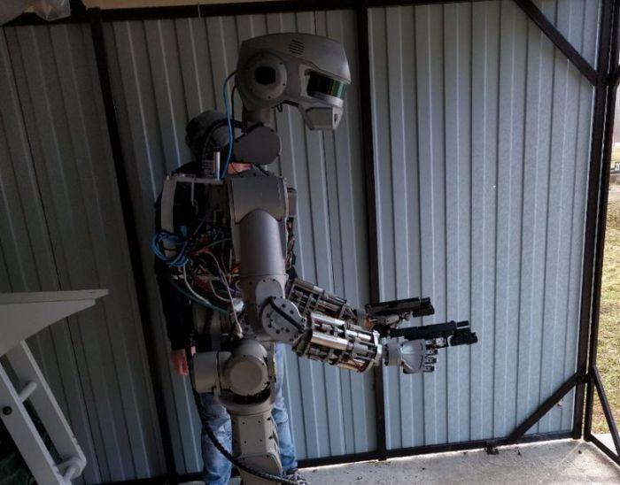 Российского робота «Федора» обучили стрельбе (2 фото + видео)