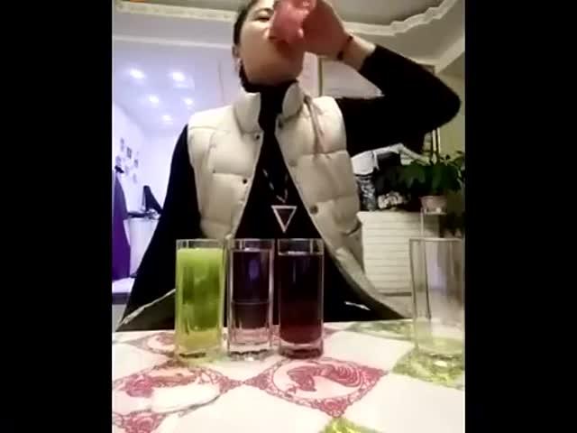 Азиатка уничтожает алкогольные напитки