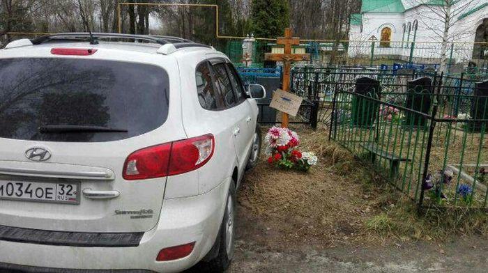 Автохам на кладбище в Брянске (фото)