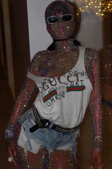 Экстравагантный наряд Рианны на фестивале «Коачелла» (2 фото + видео)