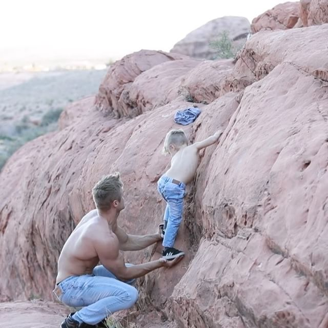 Акробат Уэйн Скивингтон из цирка Cirque du Soleil - самый популярный отец-одиночка «Инстаграма» (25 фото)