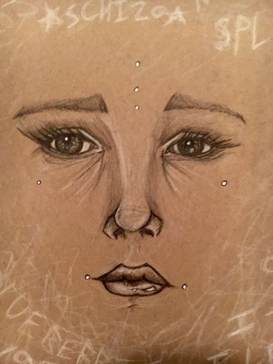 Рисунки девушки, страдающей шизофренией (14 фото)