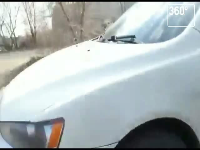 Граната под крылом автомобиля