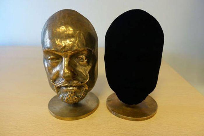 Создана самая черная в мире краска (9 фото)