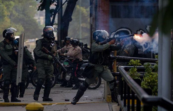 Массовые протесты и беспорядки в Венесуэле (42 фото)