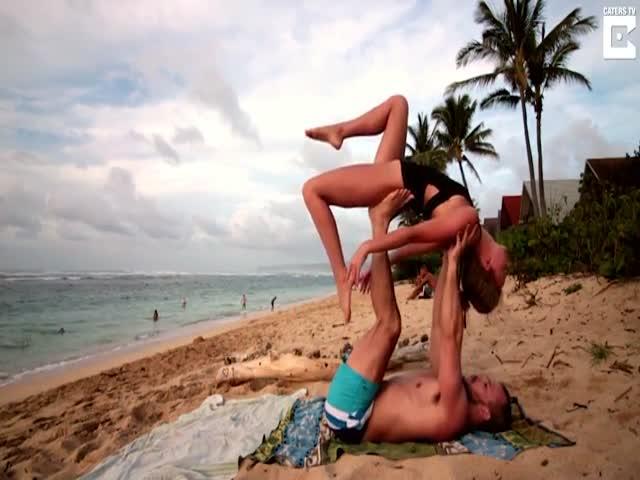 Парень сделал предложение девушке во время занятия йогой на Гавайях