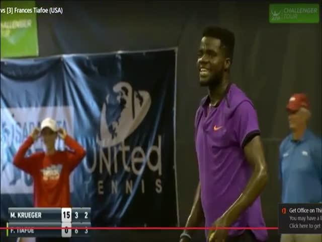 В США теннисный матч между Фрэнсисом Тиафо и Митчеллом Крюгером остановили из-за звуков секса