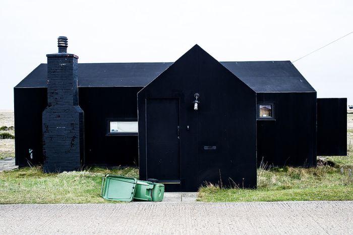 Темные здания из разных стран мира (25 фото)