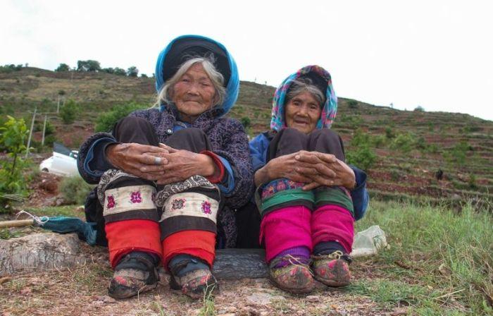 Пожилые китаянки с деформированными стопами (10 фото)