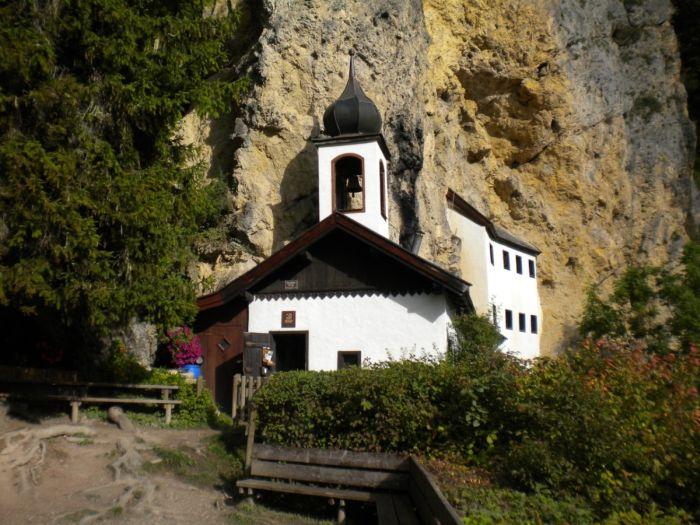 Отставной военный стал смотрителем отдаленного скита в Австрии (3 фото)