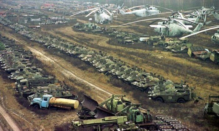 Заброшенные объекты и техника времен СССР (42 фото)