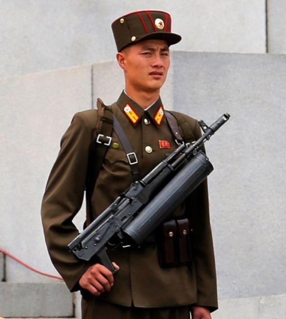 Загадочные автоматы спецназа КНДР (4 фото)