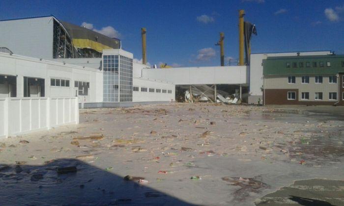 Тонны сока вылились на улицы города Лебедянь (7 фото + 2 видео)