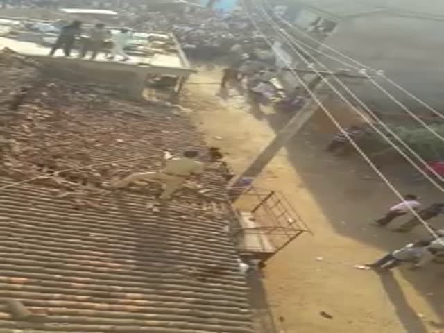 В Индии полицейский прыгнул с крыши, чтобы спастись от леопарда