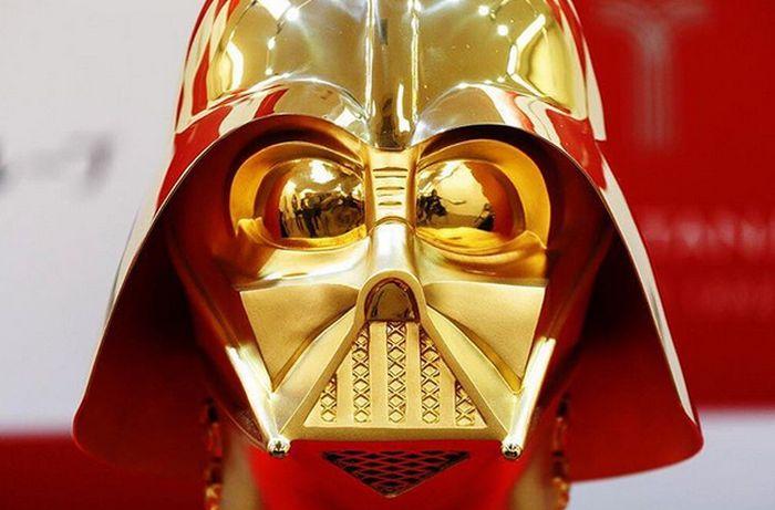 В Японии продадут золотой шлем Дарта Вейдера за 1,4 млн долларов (3 фото)