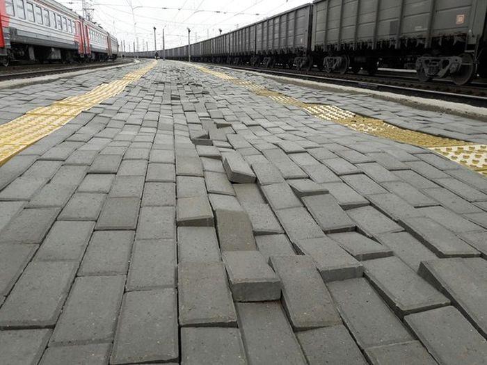 Брусчатка на кировском вокзале (4 фото)