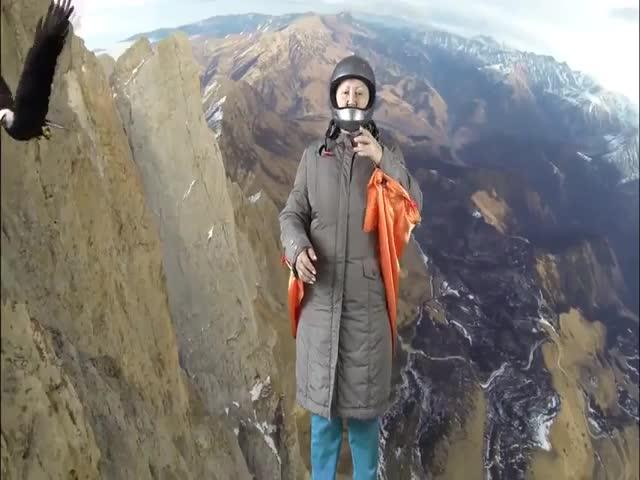 Пенсионерка Татьяна Субботина поделилась очередным видео, снятым с помощью хромакея