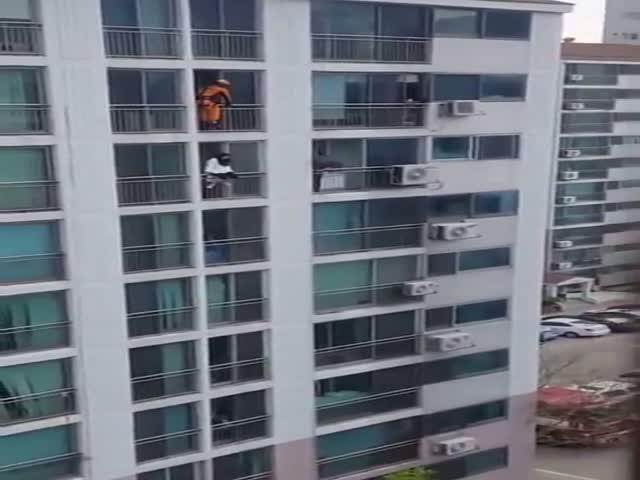 Пожарный спас девушку