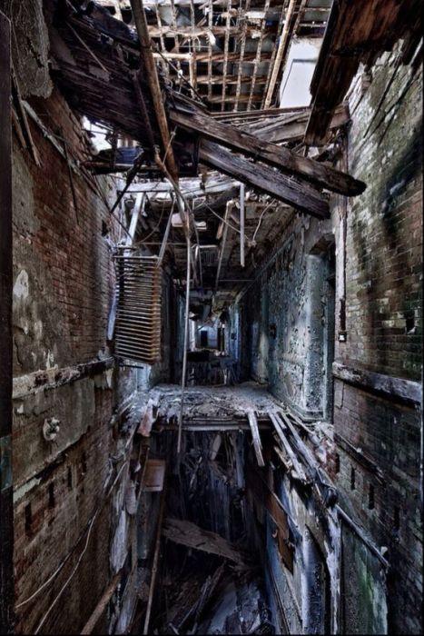 Любопытные фото заброшенных мест (40 фото)