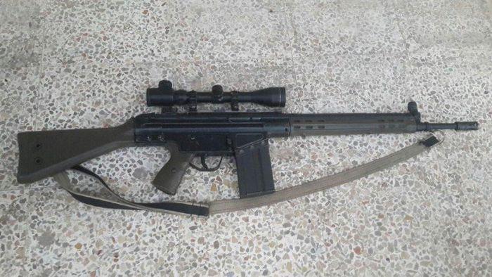 Товар торговца оружием из «Исламского государства» (23 фото)