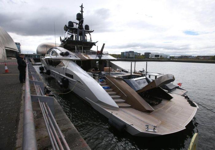 Яхта Lady M российского миллиардера Алексея Мордашова прибыла в Глазго (8 фото)