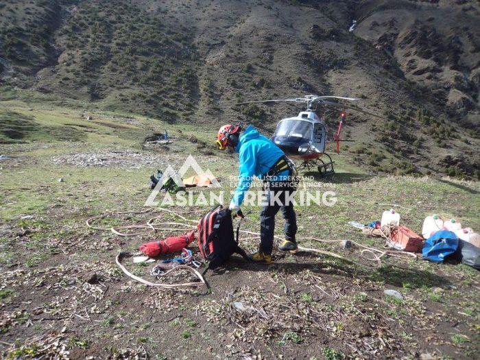 В Гималаях нашли туриста, пропавшего 47 дней назад (8 фото)