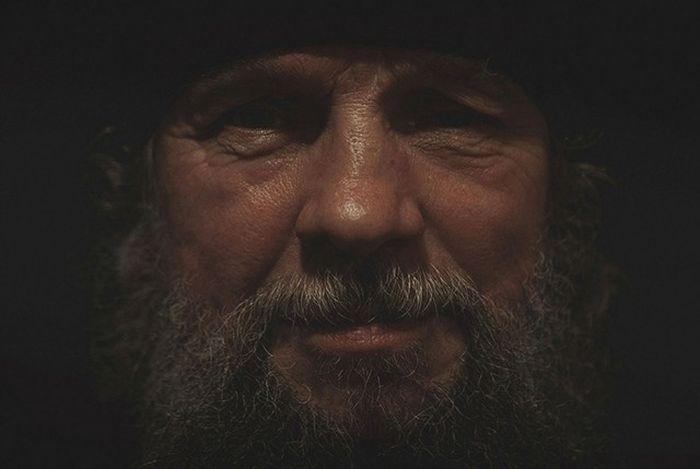 Жизнь в отдаленном мужском монастыре Архангельской области (23 фото)