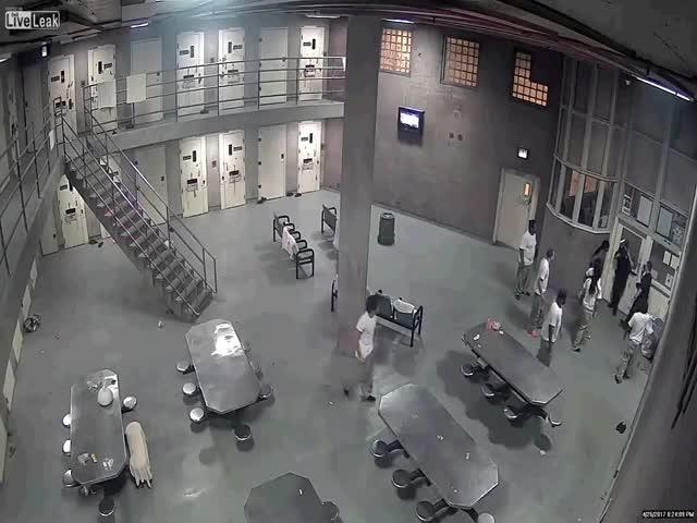 В чикагской тюрьме заключенные напали на надзирателей