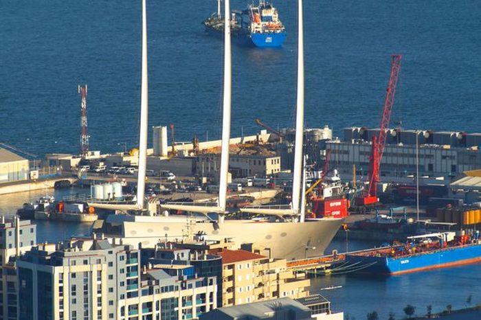 Яхта российского миллиардера Андрея Мельниченко Sailing Yacht A на испытаниях в Гибралтаре (6 фото + видео)