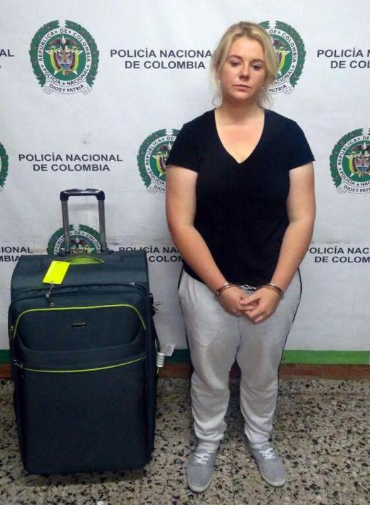 В аэропорту Колумбии задержали австралийку с 6 кг кокаина (3 фото)