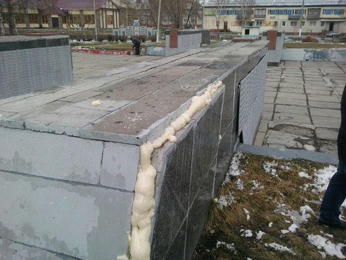 Ремонт мемориала Великой Отечественной войны в Кемеровской области (7 фото)