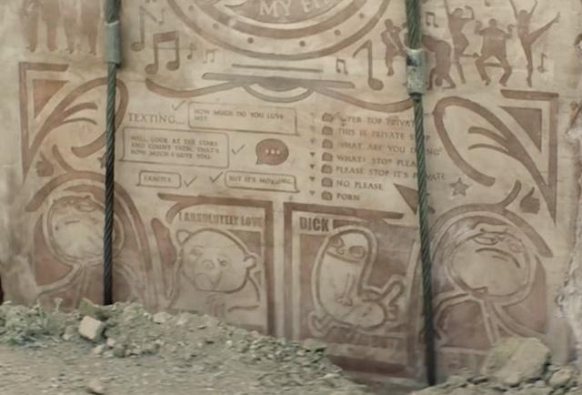 Американцы зарыли в испанской пустыне плиту с мемами для потомков (7 фото + видео)