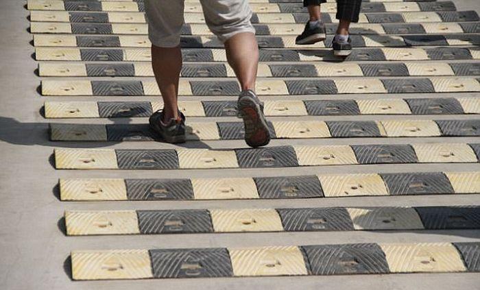 В Китае установили 50 «лежачих полицейских» на пешеходной дороге (5 фото)