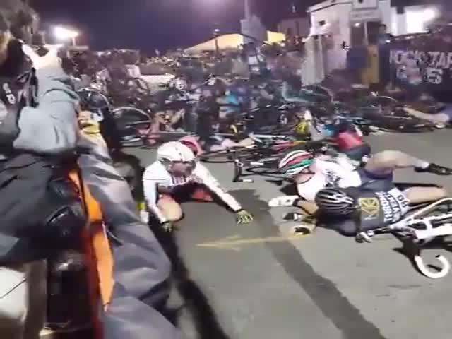 Массовый завал на женской велогонке в Бруклине