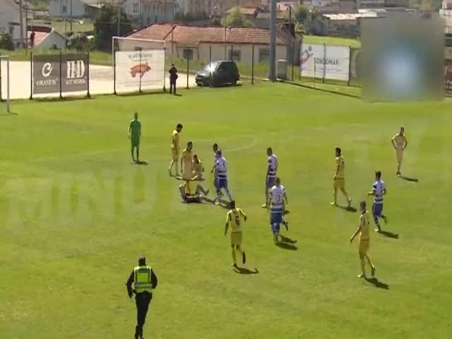 Футболист португальского клуба «Канелаш» Марко Гонсалвеш дисквалифицирован за нападение на судью