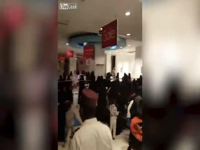 Жительницы Саудовской Аравии сражаются за женскую одежду