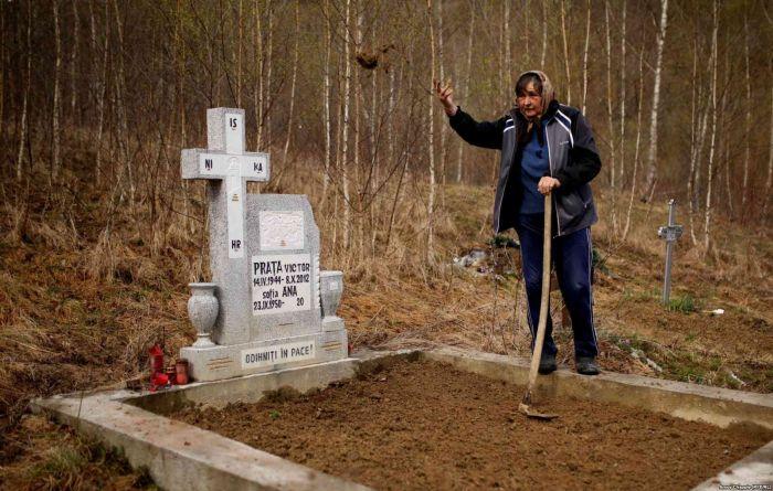Джамана - румынская деревня, затопленная ядовитыми отходами (12 фото)