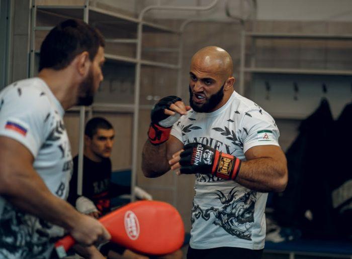 В Ингушетии дружественные Кадырову тейпы устроили перестрелку из-за конфликта в соцсетях (2 фото + видео)